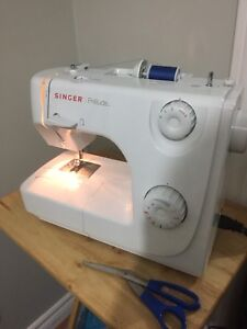 Like new Singer Prelude sewing machine with box working perfect