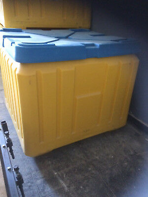 Poly Box Insulated Food Service Container 30 Cu. Ft. For Shipping Or Storage
