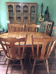 Solid wood immaculate 13 piece dining set