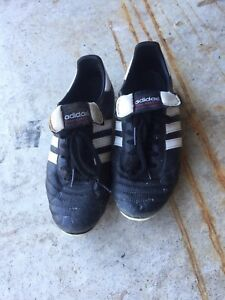 Adidas Cops Mundial soccer cleats