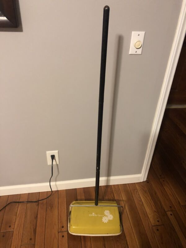"""Vintage """"Daisy"""" Bissell Push Floor Sweeper Yellow Antique Vacuum"""