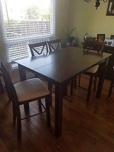Hamilton Spills Buy or Sell Dining Table Sets in Ontario