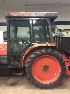 L3830 Kubota 4x4 heated cab with blower and blade