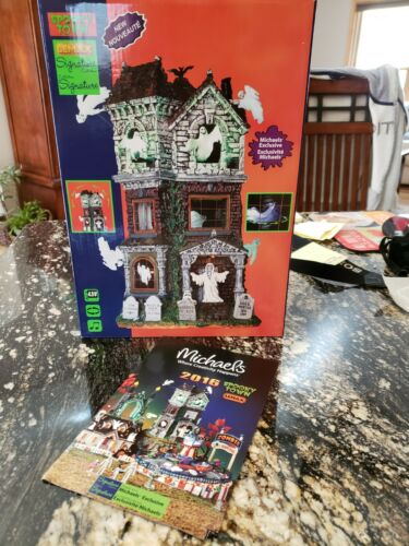 Lemax Signature Spooky Town Ghostly Manor 65112 RARE and RETIRED