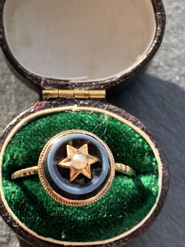 Antique 18ct Yellow Gold Banded Agate And Pearl Star Pretty Ring.
