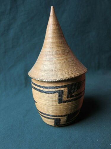 Nice genuine fiber prestige basket  , Agaseke from the Tutsi, Rwanda or Burundi