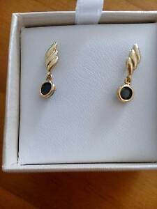 9 k Yellow Gold ,Natural Sapphires stud earrings Bray Park Pine Rivers Area Preview