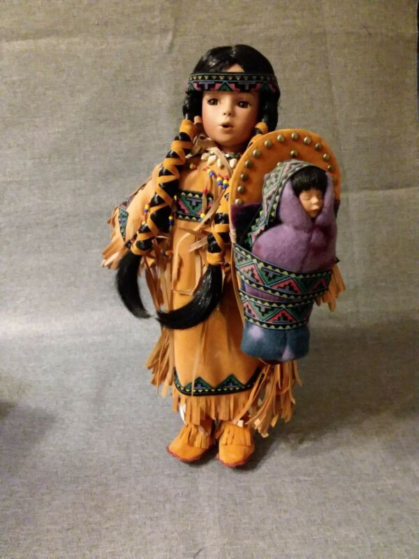 """""""WHITE FEATHER & LITTLE FEATHER"""" PORCELAIN NATIVE AMERICAN DOLL BY PARADISE !"""