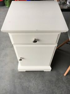 IKEA night stand white in good condition