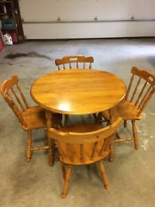 (Canadian made) maple table set