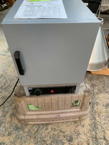 Quincy Lab Model 20 GC Lab Oven - 450F / 232C Range, 120VAC - UNUSED