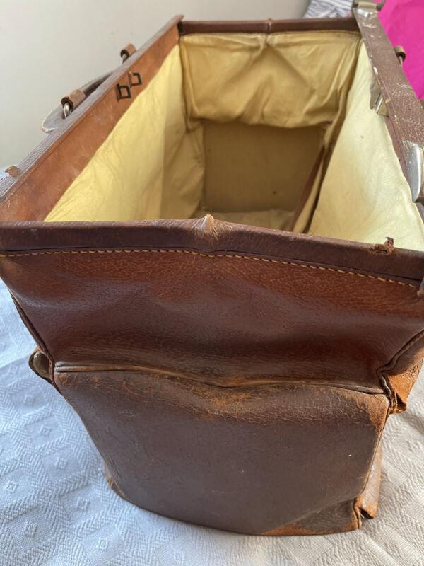 vintage LARGE Doctor bag Brown Leather