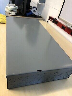 Square-d Q0 200-amp 16-circuit 8-space Outdoor Main-breaker Panel Feed-thru Lugs