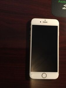 Unlocked iPhone 6s gold 128gb 8/10 condition.