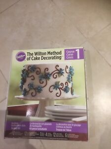 Wilton cake decorating set