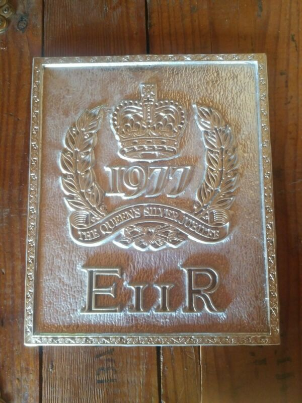 The Queens Silver Jubilee Wall Hanger Souvenir Descent Succession Royal British