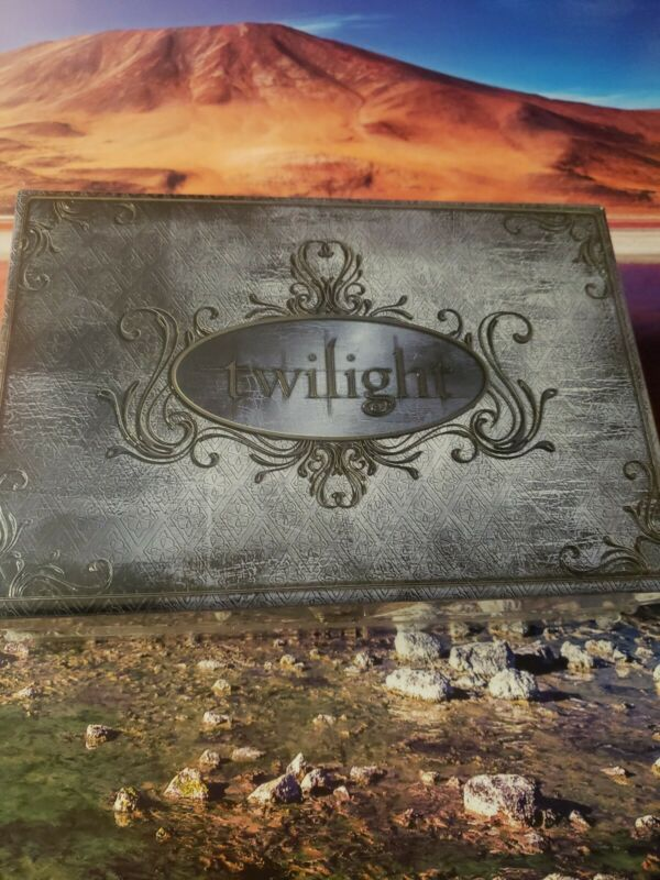 TWILIGHT ULTIMATE GIFT SET   NEVER USED LIMITED EDITION
