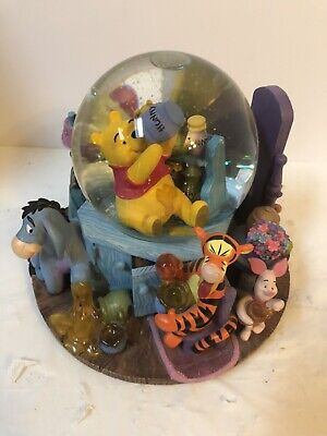 Disney Winnie the Pooh Tigger Eeyore Honey Pot Wind Up Musical Snow Globe