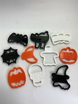 Vintage 1996 Wilton Halloween Cookie Cutters Set of 10 Pumpkin Witch Skull Cat