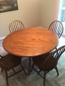 48 INCH SOLID OAK DINING ROOM/KITCHEN TABLE AND CHAIRS