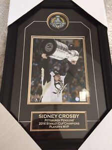 Frameworth Autographed Sidney Crosby Puck and Photo