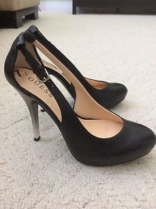 mint condition size 7 GUESS (leather)