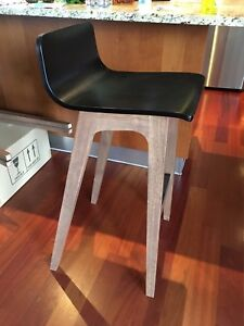 Tabouret de bar moderne bois. Bar stool modern wood.