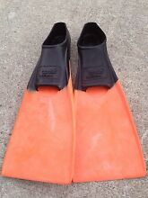 Kids swimming flippers size 36-37 (3-5) Byron Bay Byron Area Preview