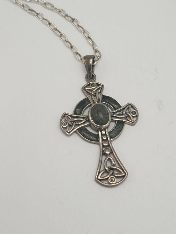 VINTAGE IRELAND STERLING SILVER AND CONNEMARA MARBLE STONE CELTIC CROSS NECKLACE