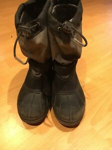 Boys Columbia winter boots size 4