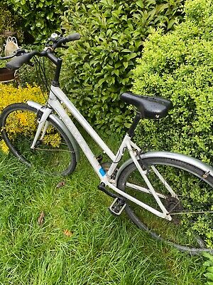 ladies Dawes bike used in excellent condition