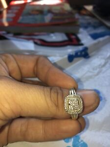 Beautiful 10K good engagement ring  with diamonds(