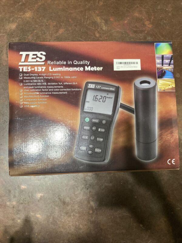 TES-137 Luminance Meter Dual Display 4-digit LCD