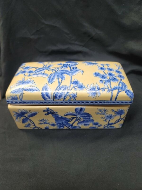 Chinese Blue and Yellow Porcelain Dresser Box With Lid
