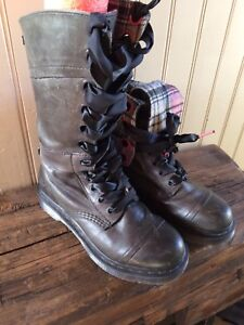 Women's 7 Dr Martens Triumph Leather Boots