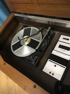 Wooden framed classic collection vintage turntable Edmonton Edmonton Area image 3