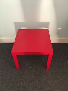 Petite table rouge