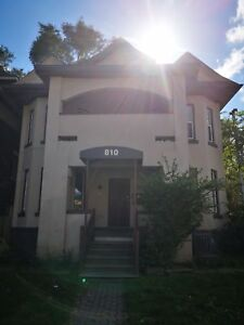 NEW RENO LARGE ONE BEDROOM MAIN FLOOR KING ST E.