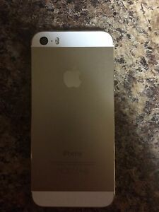 iPhone 5s 32 gb unlocked  not a scratch!!
