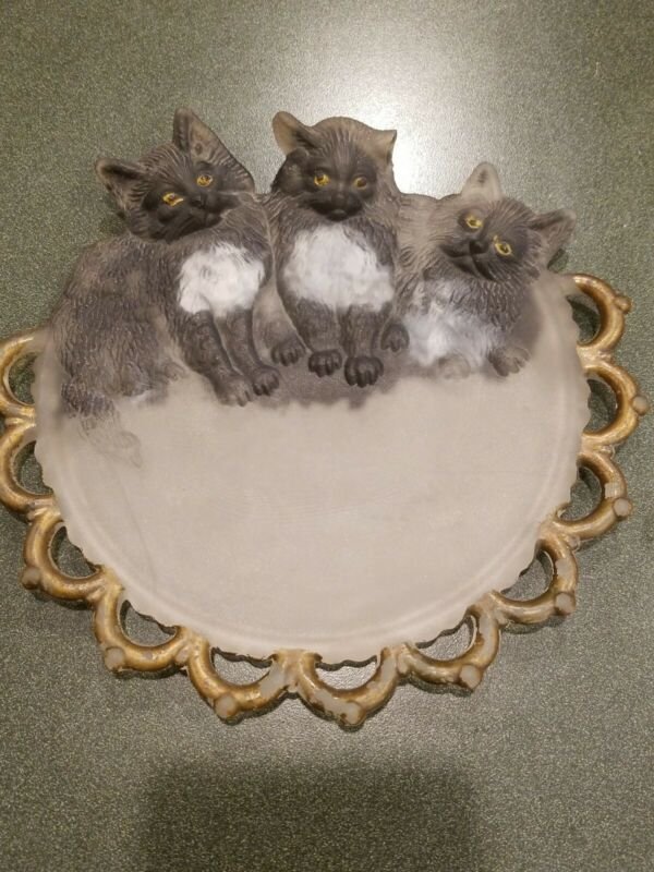 VINTAGE Antique HAND PAINTED 3 KITTENS Sculpted glass PLATE