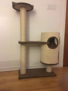 Cat tree / arbre a chat (60$ if bought before 27th)
