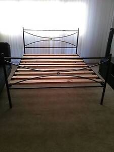 QUEEN SIZE BED Thornton Maitland Area Preview
