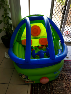 Inflatable Buzz space ship with balls