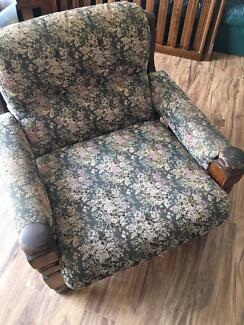3 piece 5 seater lounge in good condition