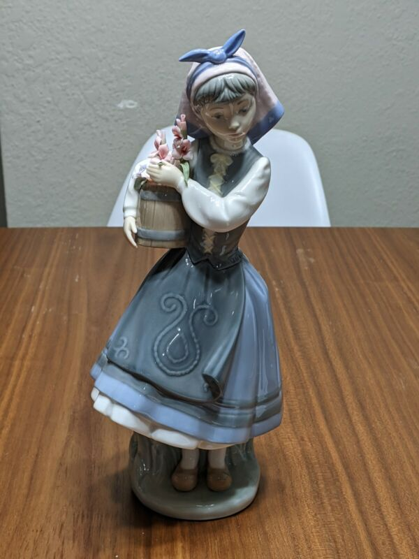 Vintage Lladro Figurine From My Garden #1416 Retired Gorgeous!