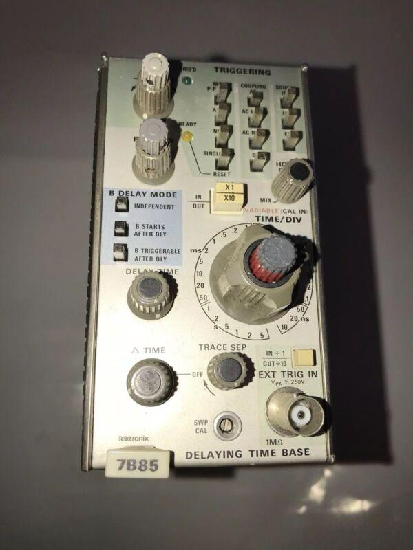 Delaying Time Base module Tektronix 7B85