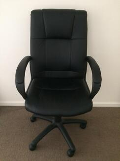 Office works desk chair in excellent condition