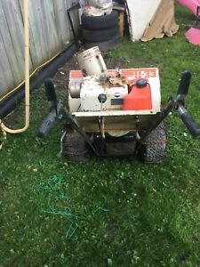 32 WHITE OUTDOOR SNOW BLOWERS