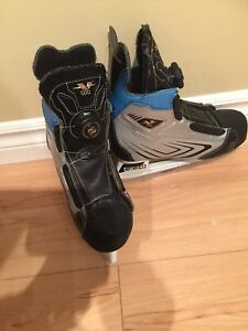 Kid's CCM Hockey Skates: Size 1 (BOA DESIGN)