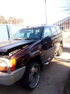 Wrecking: 1996 Jeep  grand Cherokee lando